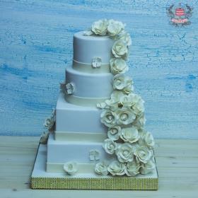 Ярусный торт с розами