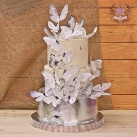 Торт свадебный с бабочками