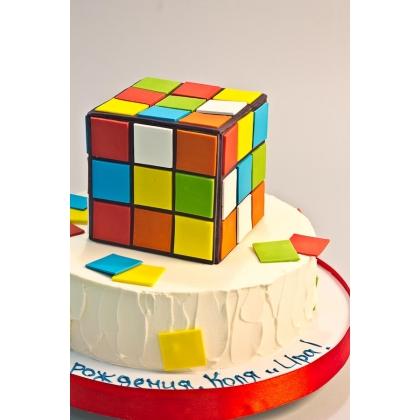 Торт с кубиком рубиком