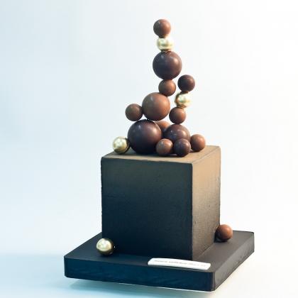 Торт с велюром и шарами