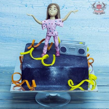 Торт с танцующей девочкой