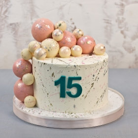 Торт с шоколадными шарами