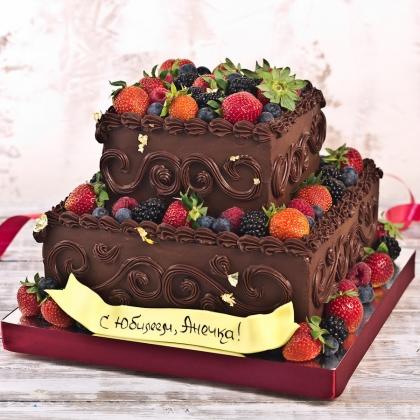 Торт на день рождения с ягодами