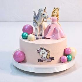 Торт с девочкой и единорогом