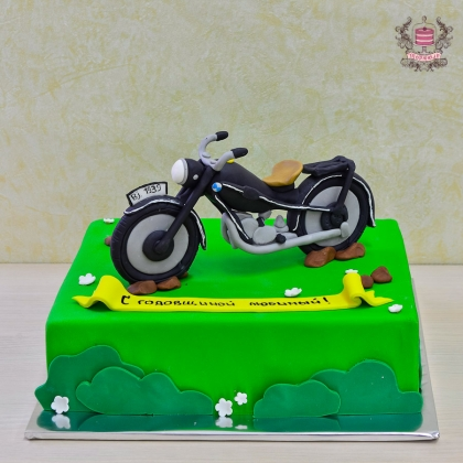 Торт с мотоциклом BMW