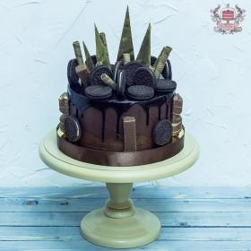 Торт на день рождения со сладостями