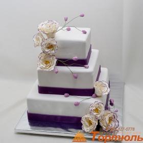 Торт свадебный с эустомой