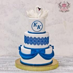 Торт свадебный с лебедями